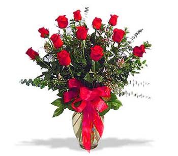 çiçek siparisi 11 adet kirmizi gül cam vazo  Mersin çiçek gönderme