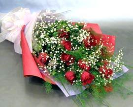 10 adet kirmizi gül çiçegi gönder  Mersin hediye çiçek yolla