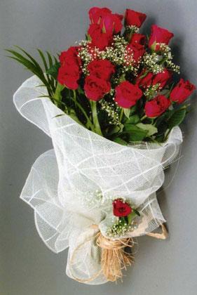 10 adet kirmizi güllerden buket çiçegi  Mersin online çiçek gönderme sipariş