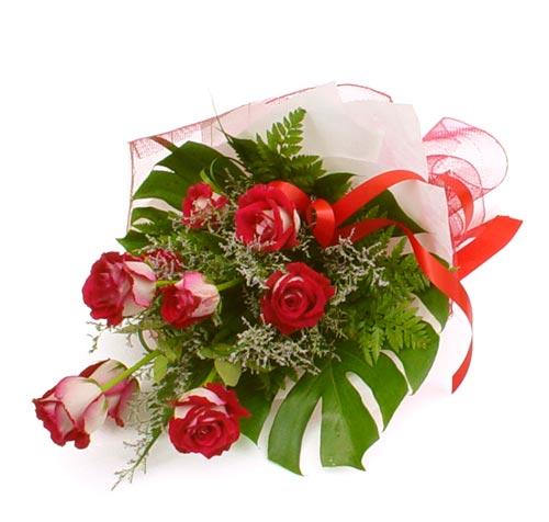 çiçek gönder 7 adet kirmizi gül buketi  Mersin internetten çiçek siparişi