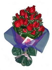 12 adet kirmizi gül buketi  Mersin çiçek gönderme
