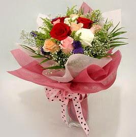 Karisik renklerde 11 adet gül buketi  Mersin hediye sevgilime hediye çiçek