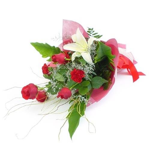 Mevsim çiçeklerinden karisik buket  Mersin çiçekçi telefonları