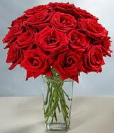 Mersin yurtiçi ve yurtdışı çiçek siparişi  cam vazoda 11 kirmizi gül  Mersin çiçekçi mağazası