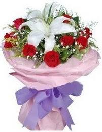 9 adet kirmizi gül 1 adet kazablanka buketi  Mersin yurtiçi ve yurtdışı çiçek siparişi