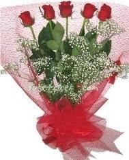 5 adet kirmizi gülden buket tanzimi  Mersin anneler günü çiçek yolla