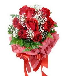 9 adet en kaliteli gülden kirmizi buket  Mersin internetten çiçek satışı