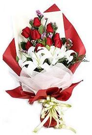 Mersin güvenli kaliteli hızlı çiçek  9 adet gül 2 adet kazablanka buketi