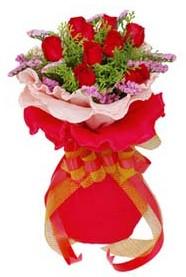 Mersin çiçek satışı  8 Adet kirmizi güllerden buket tanzimi