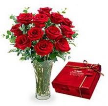 Mersin yurtiçi ve yurtdışı çiçek siparişi  10 adet cam yada mika vazoda gül çikolata