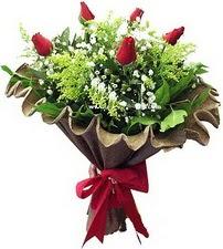 Mersin çiçek gönderme  5 adet kirmizi gül buketi demeti