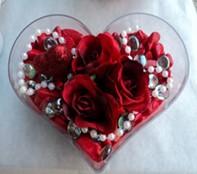Mersin çiçekçi telefonları  mika kalp içerisinde 3 adet gül ve taslar