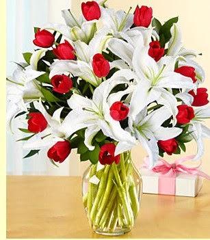 Mersin online çiçekçi , çiçek siparişi  3 kazablanka 10 kırmızı gül vazosu