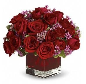 11 adet kırmızı gül vazosu  Mersin İnternetten çiçek siparişi