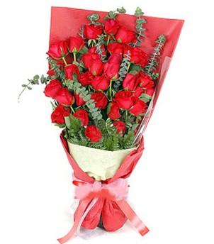 Mersin hediye sevgilime hediye çiçek  37 adet kırmızı güllerden buket
