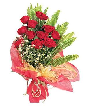 Mersin uluslararası çiçek gönderme  11 adet kırmızı güllerden buket modeli