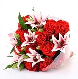 Mersin çiçek yolla  3 dal kazablanka ve 11 adet kırmızı gül