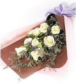 Mersin çiçekçi telefonları  9 adet beyaz gülden görsel buket çiçeği