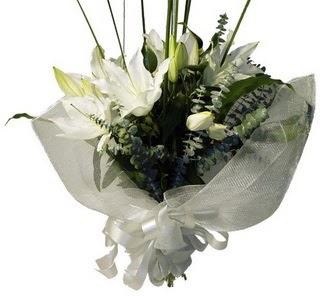 Mersin yurtiçi ve yurtdışı çiçek siparişi  2 dal kazablanka çiçek buketi