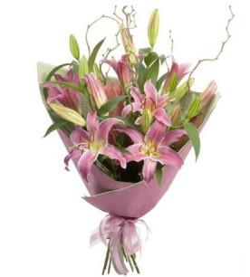 Mersin uluslararası çiçek gönderme  3 dal cazablanca buket çiçeği