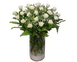 Mersin online çiçek gönderme sipariş  cam yada mika Vazoda 12 adet beyaz gül - sevenler için ideal seçim