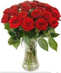Mersin çiçekçiler  Vazoda 15 adet kırmızı gül tanzimi