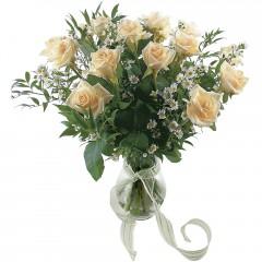 Vazoda 8 adet beyaz gül  Mersin ucuz çiçek gönder