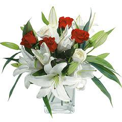 vazo içerisinde 4 gül 1 adet kazablanka  Mersin çiçek gönderme