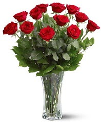 11 adet kırmızı gül vazoda  Mersin çiçek gönderme sitemiz güvenlidir