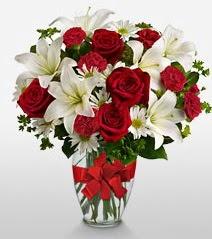 Eşsiz vazo tanzimi güller kazablankalar  Mersin çiçek gönderme