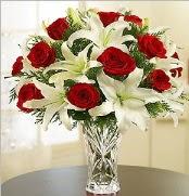 12 adet kırmızı gül 2 dal kazablanka vazosu  Mersin çiçek servisi , çiçekçi adresleri