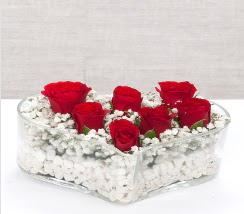 kalp içerisinde 7 adet kırmızı gül  Mersin çiçek yolla