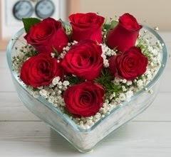 Kalp içerisinde 7 adet kırmızı gül  Mersin 14 şubat sevgililer günü çiçek