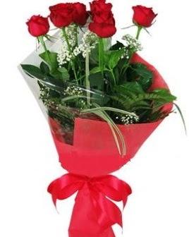 5 adet kırmızı gülden buket  Mersin internetten çiçek siparişi