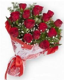 11 kırmızı gülden buket  Mersin çiçek siparişi vermek