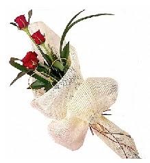 3 adet kırmızı gül buketi  Mersin çiçek siparişi vermek