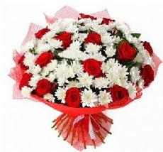 11 adet kırmızı gül ve 1 demet krizantem  Mersin çiçekçiler