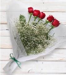 5 kırmızı gülden sade buket  Mersin anneler günü çiçek yolla