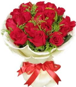 19 adet kırmızı gülden buket tanzimi  Mersin internetten çiçek satışı