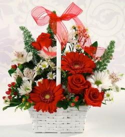 Karışık rengarenk mevsim çiçek sepeti  Mersin çiçek gönderme sitemiz güvenlidir