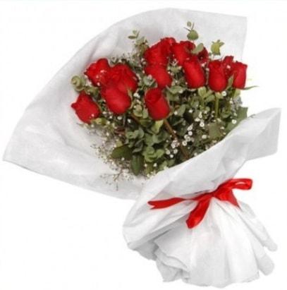 9 adet kırmızı gül buketi  Mersin yurtiçi ve yurtdışı çiçek siparişi