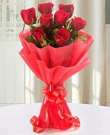 9 adet kırmızı gülden modern buket  Mersin uluslararası çiçek gönderme