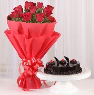 10 Adet kırmızı gül ve 4 kişilik yaş pasta  Mersin çiçek yolla , çiçek gönder , çiçekçi