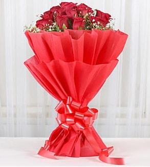 12 adet kırmızı gül buketi  Mersin güvenli kaliteli hızlı çiçek