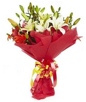 5 dal kazanlanka lilyum buketi  Mersin 14 şubat sevgililer günü çiçek